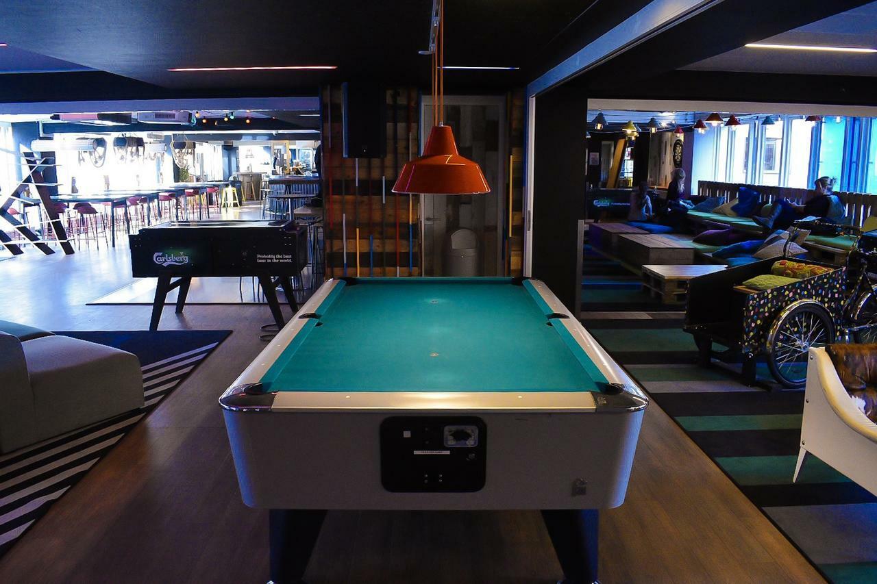 该如何做好台球桌的定期更换工作?